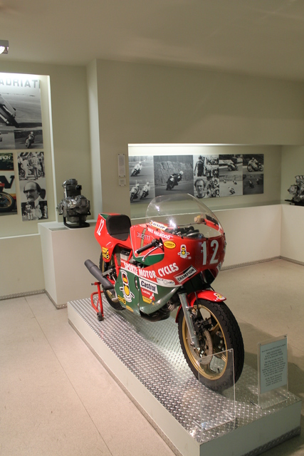 Mike Hailwood racing Ducati