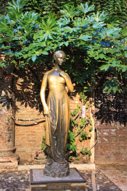 A statue of Juilette
