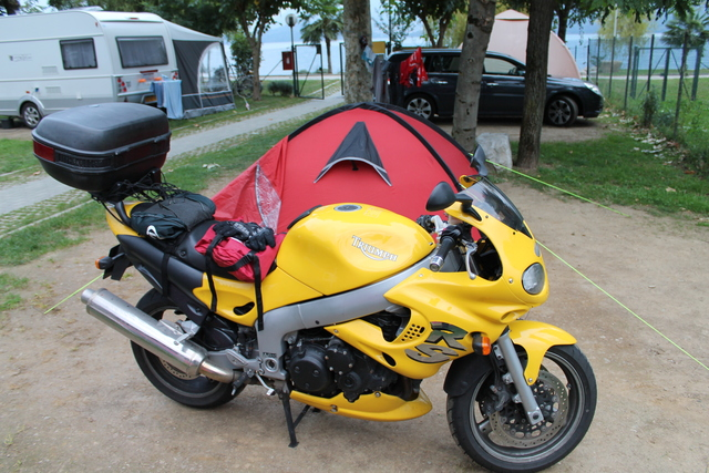 The bike with the tent in Lake Como